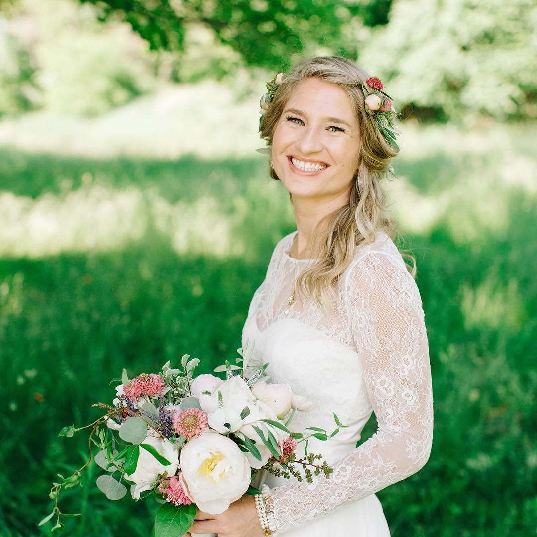 {Million dollar smile} photo | @markwspooner  #nofilter #lotuswedding #markspoonerphotography #nhwedding #bellevuebarn #whitemountains #lotusfloraldesigns #barnwedding #mountainwedding