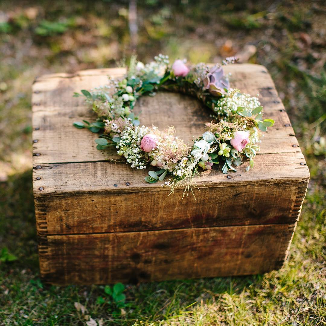 {her crown} @zacxwolf  #nofilter #flowercrown #rustic #nhweddingflorist #lotusfloral #sweetness #lovethis #theknot