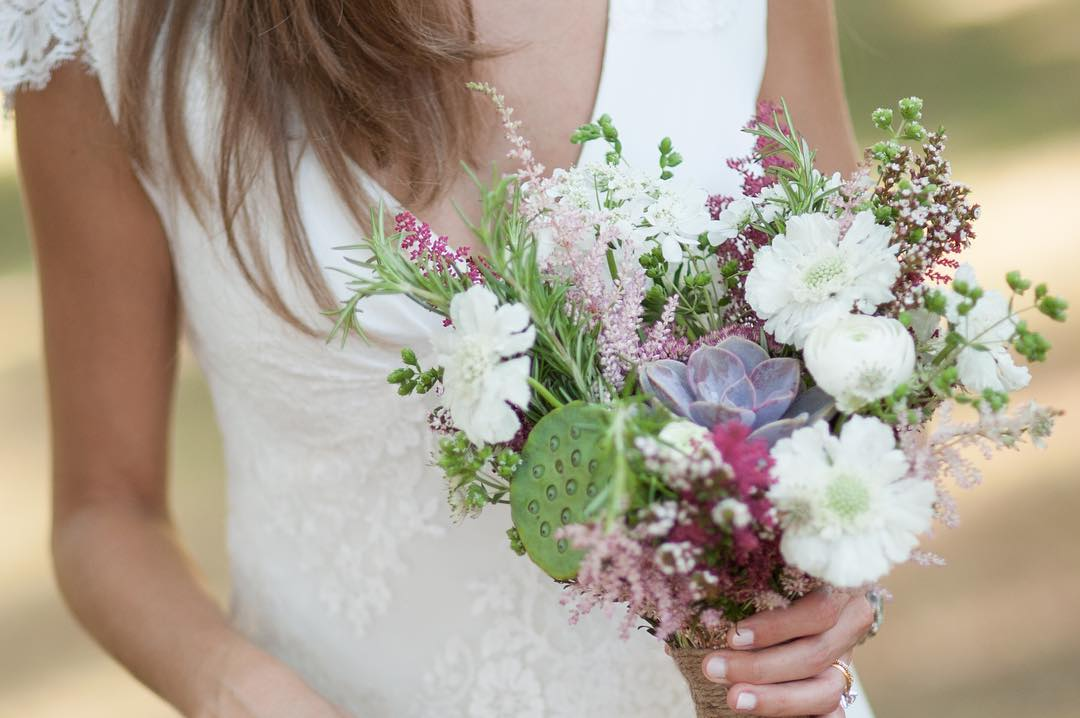{sweetness} @simpell_photo_design  #wildflowers #bouquet #lovely #prettyflowers #lotuswedding #nofilter #rusticwedding #lotuspod #succulent #scabiosa
