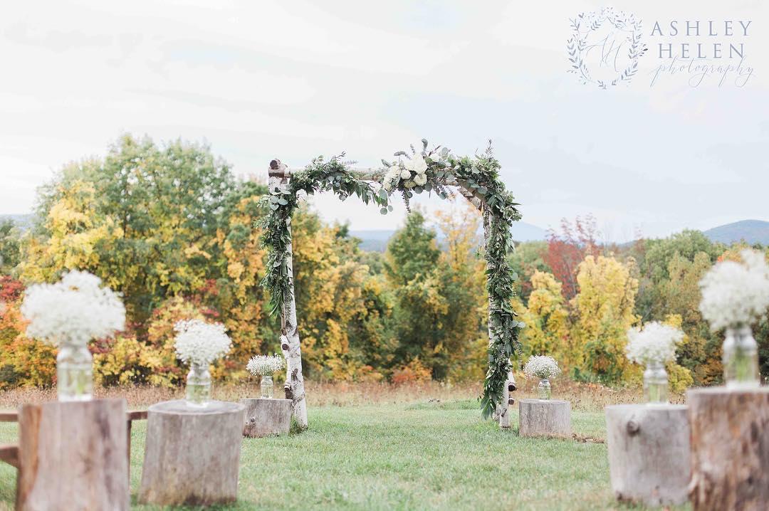 {love} @ashleyhelenphotography  #aislestyle #arbordecor #gypsophila #eucalyptus #rusticwedding #whitebirch #lotusfloraldesigns #lovely #romantic #nhwedding