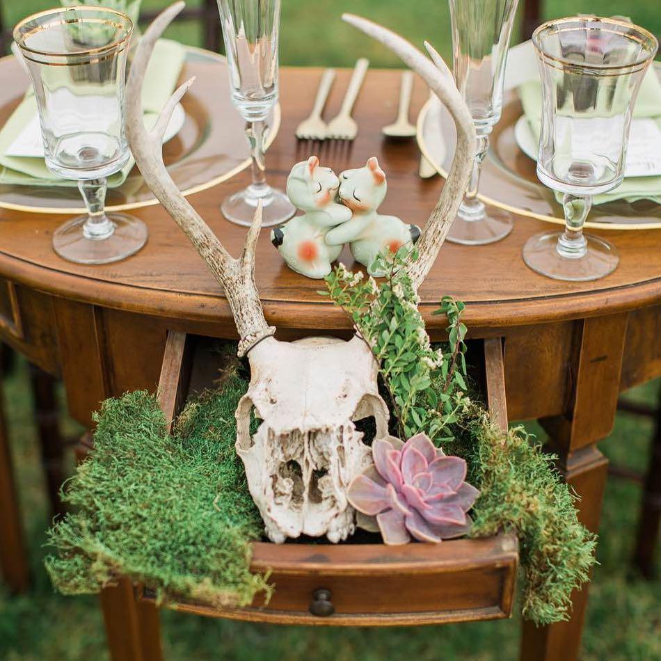 {coolest sweetheart table eva} @monpetitstudio  #sweethearttable #theknot #succulents #moss #spirea #antlers #woodlandwedding #weddingflorist #awesomeness