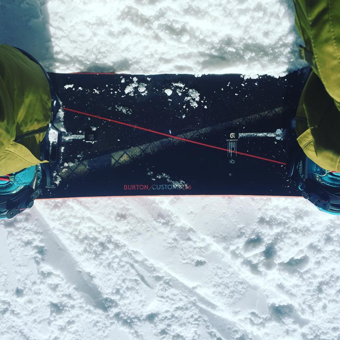 {riding solo}  #todaydoesntsuck #loonmountain #snowboardingmakesmehappy
