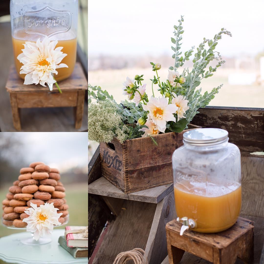 {simplicity} @jharperphoto  #simple #sweetness #cafeaulait #dahlia #rustic #weddingstyle #keepitsimple #vintage #lovely #lotusfloraldesigns #photoshoot