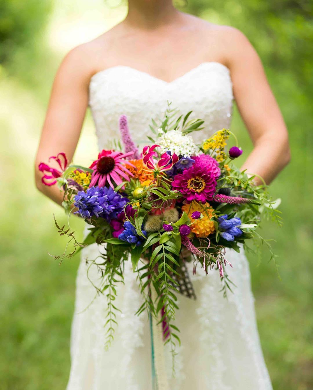 {boho} photo | @alisonmariephotography  #bohobride #bohobouquet #color #jeweltones #awesomeness #weddingflorist #lotusfloraldesigns #bridebook #theknot #stylemepretty