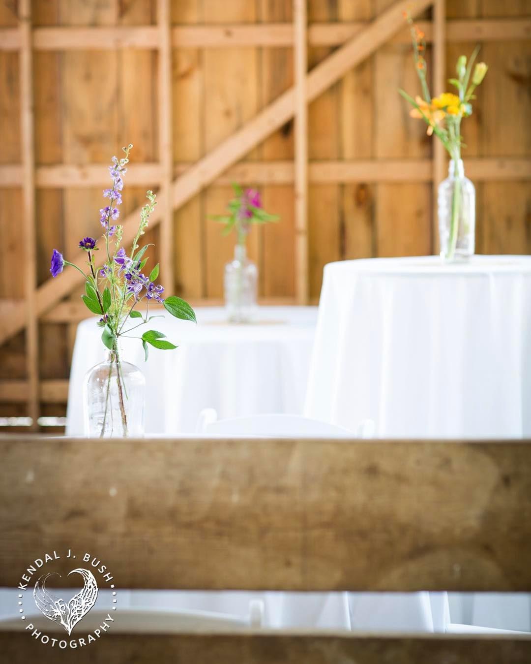 {simple} photo | @kendaljbushphoto  #accents #cocktailhour #simple #budvases #colorwave #sweetness #farmwedding #organicfarm #lotusfloraldesigns #weddingflorist