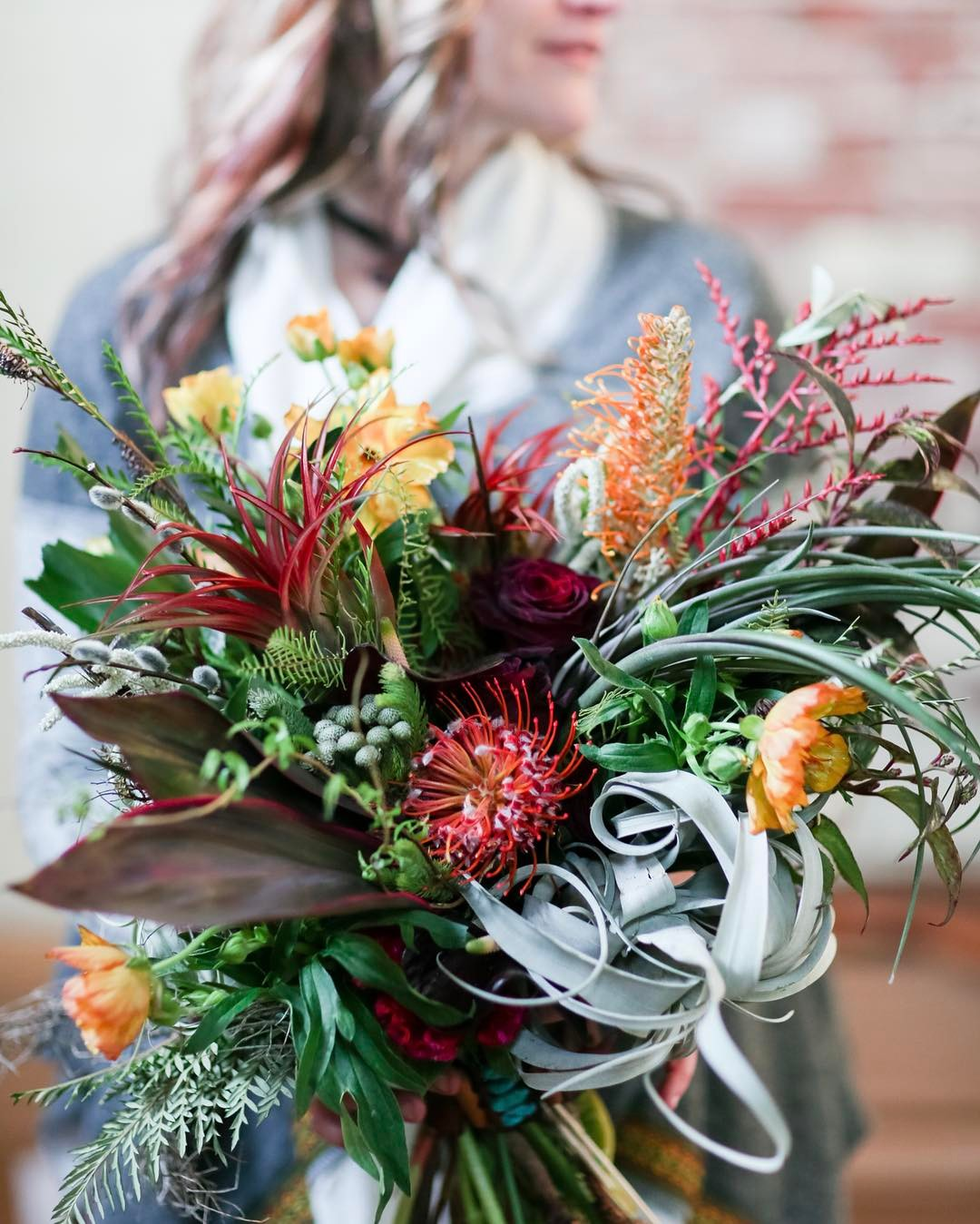 because I got Arizona on my mind… photo | @rodeoandcophoto  #southwestinspired #beswoon #desertlove #airplant #protea #texture #earthtones