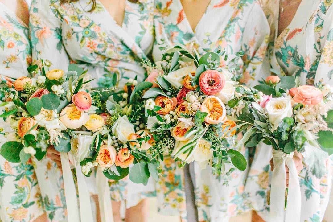 {love} photo | @kellydillonphotography  #gettingready #thegirls #florals #bouquets #gardenroses #ranunculus #eucalyptus #weddingflorist #lotusfloraldesigns #flowerartist #flowerlover #happiness