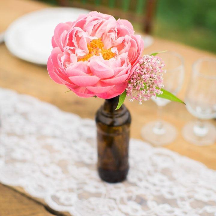 {cutie pie} photo | @monpetitstudio  #singlebloom #peony #coral #vintage #lace #headtable #keepitsimple #lotusfloraldesigns