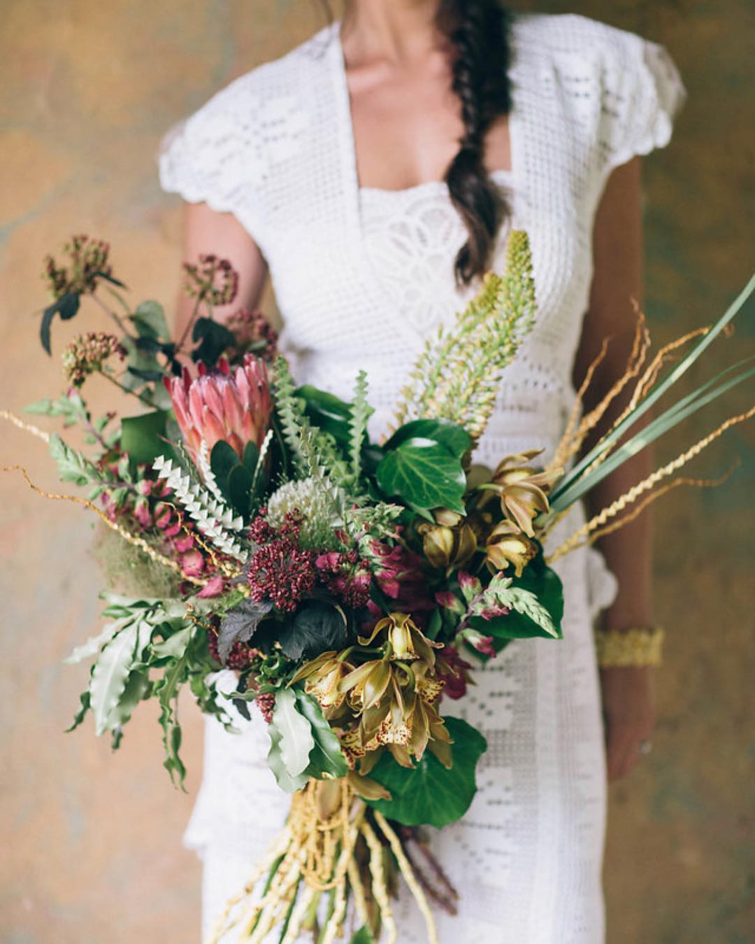 {swoon} photo | @katepreftakes4  #boho #bohostyle #bouquet #prettyflowers #gold #aldworthmanor #lotusfloraldesigns #photoshoot