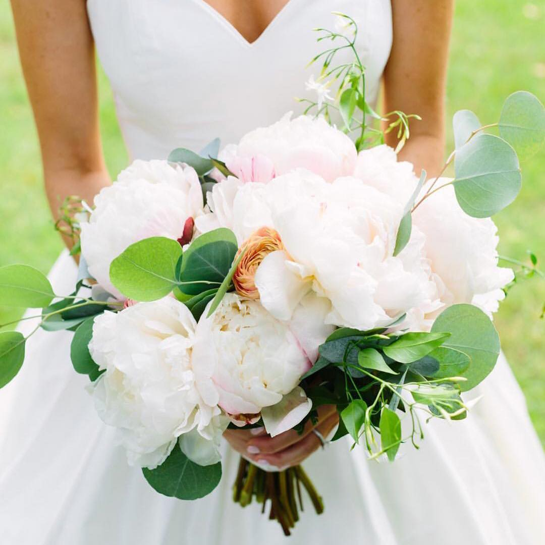 This lovely is featured on @theknot today!! Yay! photo | @rachelbuckleyweddings  coordination | @sheluxewed  #theknot #bouquet #peonies #gorgeous #lotusfloraldesigns #weddingflorist #lovethis