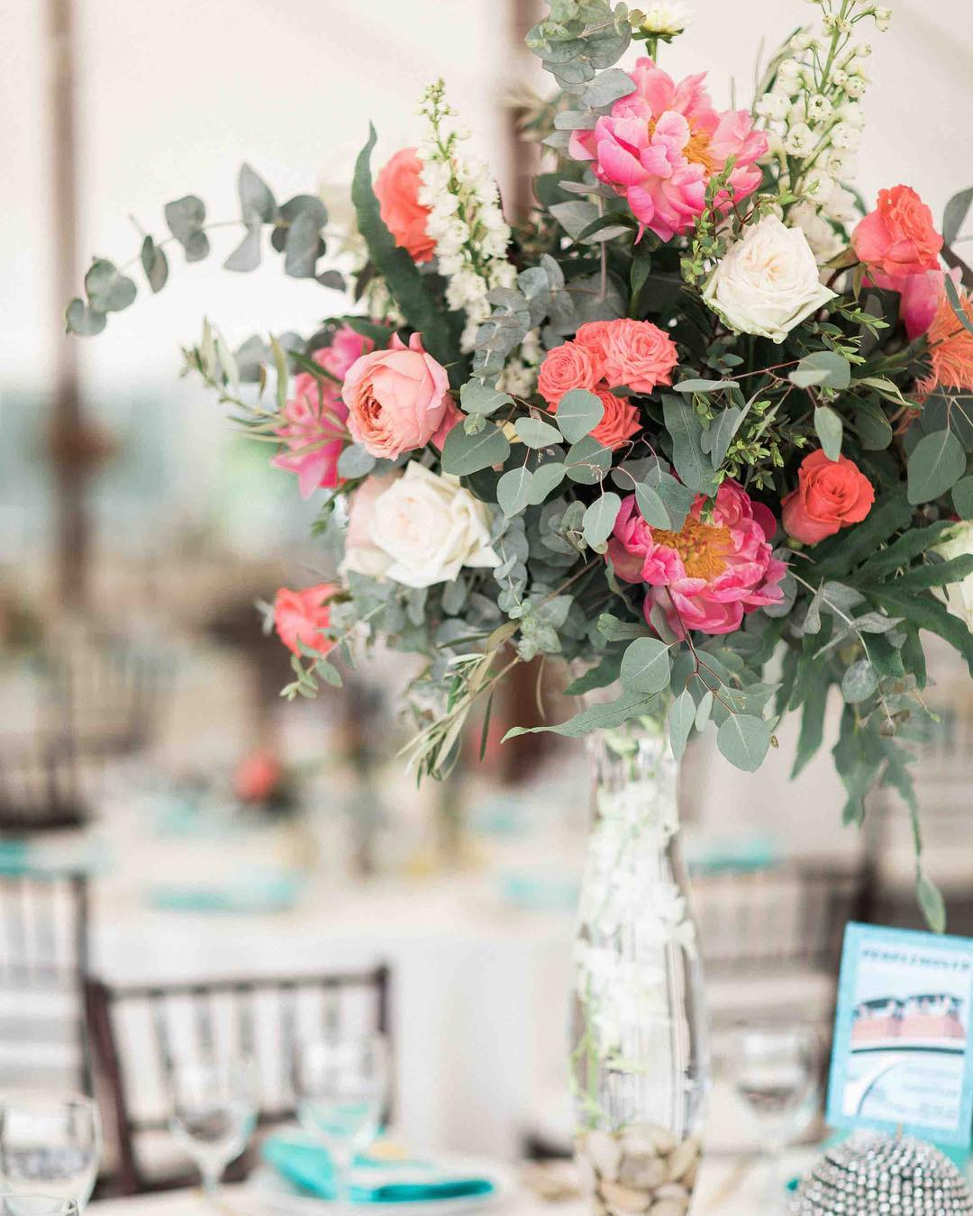 {coral} photo | @jharperphoto . . #coral #oceanside #coastofmaine #mainewedding #centerpiece #bigandbeautiful #peonies #gardenroses #eucalyptus #wowfactor #lovely