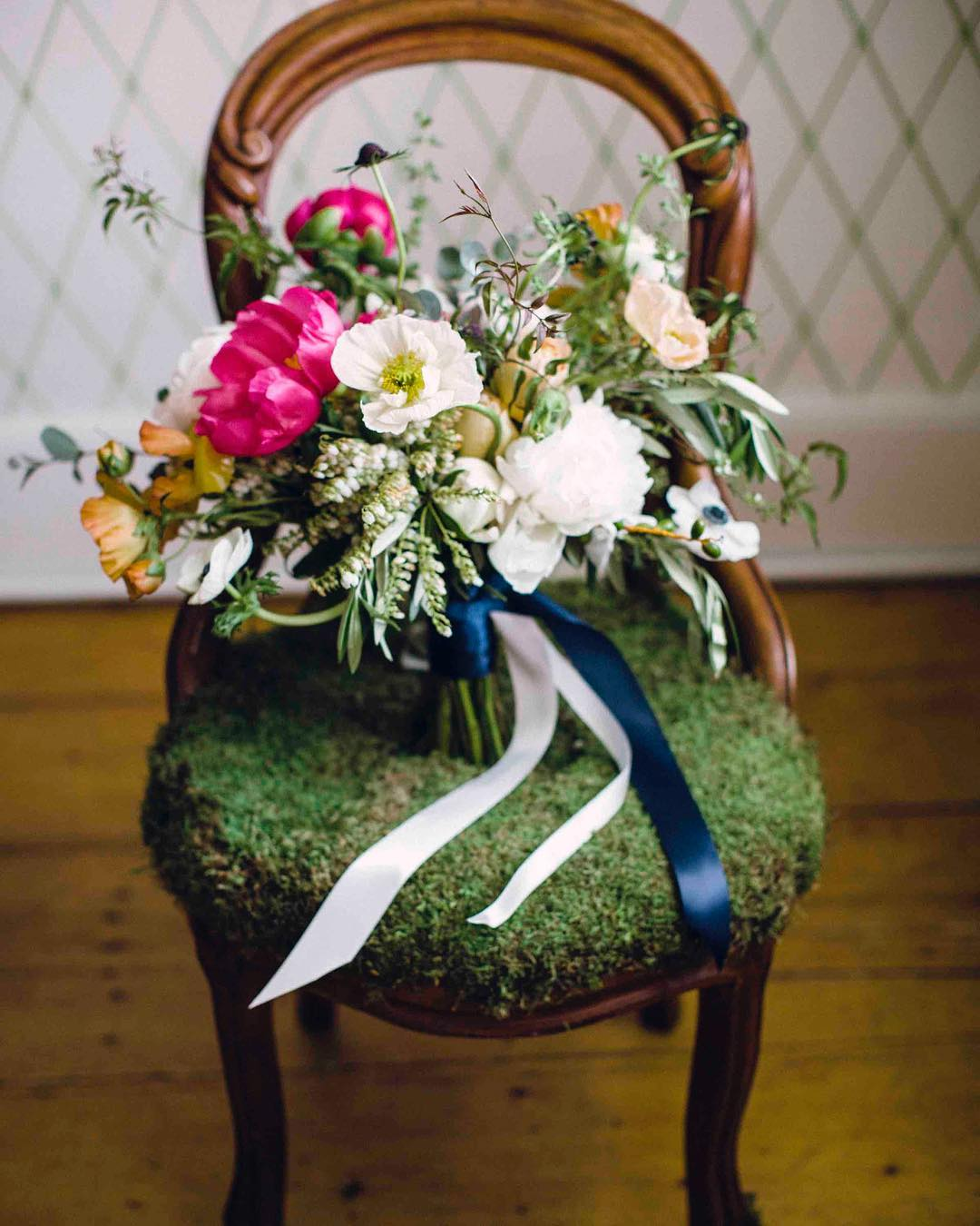 {bouquet on moss chair} photo | @kate_preftakes . . . #stilllife #portrait #flowerart #organicart #bouquet #floralart #brideflowers #prettyflowers #weddingflowers #lovely #lotusfloraldesigns #weddingflorist #love