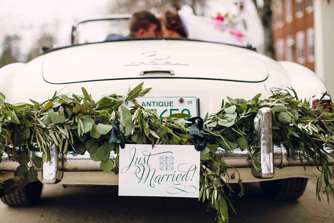 {vintage Mercedes…yes please} photo | @kate_preftakes  coordination | @eventsbysorrell . . #coolcar #mercedesbenz #vintage #justmarried #brideandgroom #getawaycar #greenery #antique #lotusfloraldesigns #weddingflorist