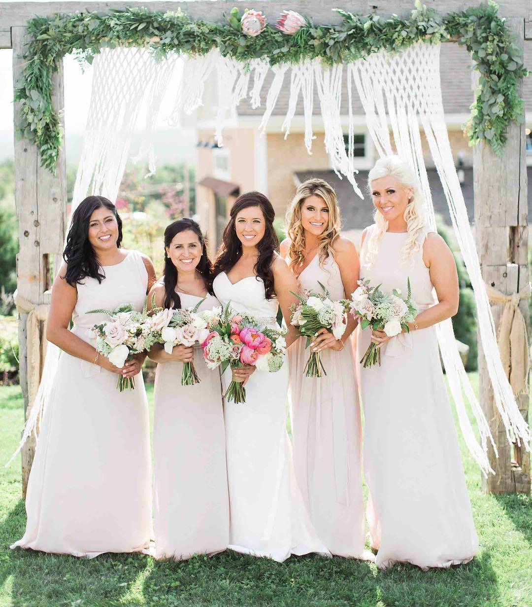 {gorgeousness} photo | @jharperphoto . . . #brideandhergirls #lovelies #sopretty #lovethis #arbor #bouquets #bohostyle #greenerygarland #boho #barnwedding #lotusfloraldesigns #weddingflorist #love