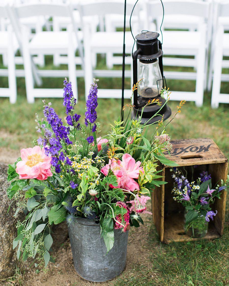 I LOVE my vintage Moxie box❤ photo | @monpetitstudio . . . #moxie #vintage #ceremony #decor #lantern #wildflowers #pretty #aisle #nhwedding #lotusfloraldesigns #love
