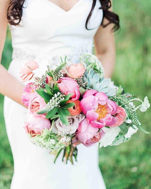 {love•ly} photo | @jharperphoto • • #brideandherbouquet #gorgeousness #bouquet #coral #peony #gardenroses #bellevuebarn #lotusfloraldesigns #love #barnwedding #nhwedding #thatsdarling
