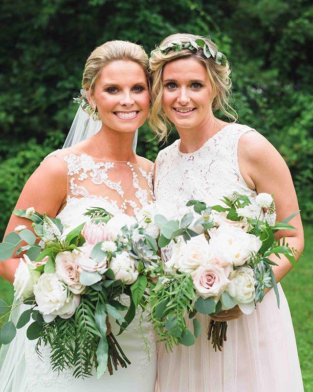 {SO much pretty} . photo | @callanphoto . . #beauties #lovelies #bouquets #bridalstyle #flowercrowns #gorgeous #nhwedding #lotusfloraldesigns #flowerart #weddingflorist #weddingflowers #love #happyday