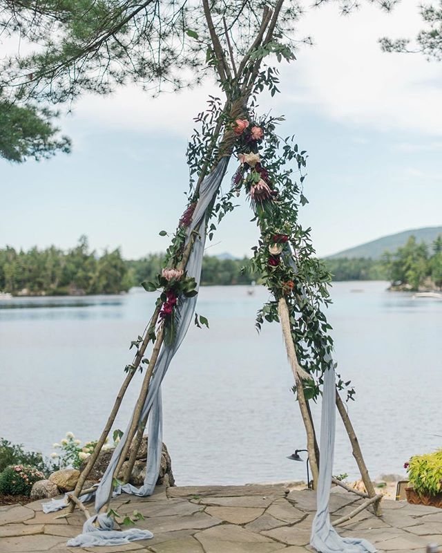 {boho style} photo | @jennidarling  coordination | @nhwedplanner . . #ceremony #ceremonydecor #teepee #boho #lakeside #natural #simple #weddingflowers #nhwedding #birch #winnipesaukee #lotusfloraldesigns #weddingflorist #love