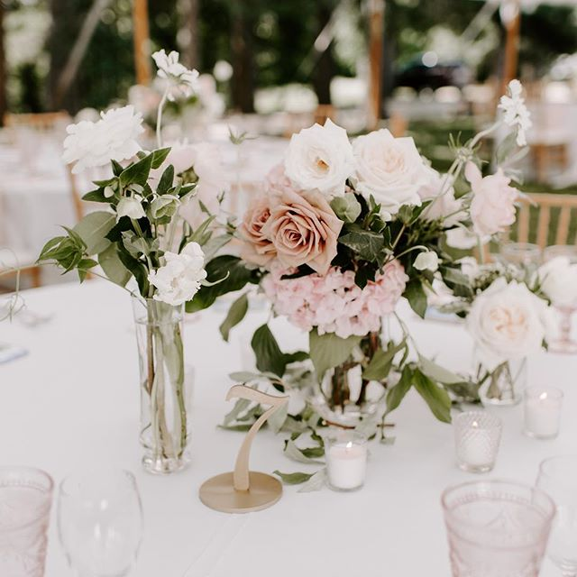 {table•love} photo | @lindsay_hackney  planning & coordination | @nhwedplanner . . #centerpiece #tablebling #tabledecor #weddingflowers #gardenparty #amnesiaroses #loveliness #gorgeous #lotusfloraldesigns #weddingflorist #nhwedding #love