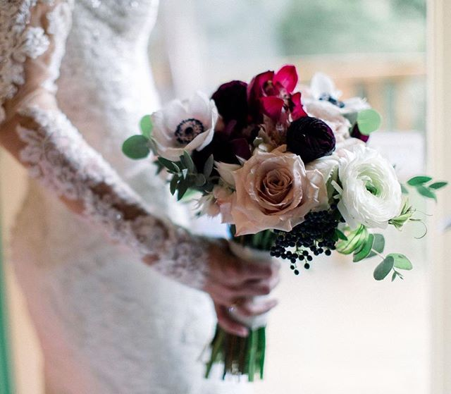 {classic} photo | @kate_preftakes  planning/coordination | @nhwedplanner . . #herbigday #weddingday #bride #ido #bouquet #flowers #brideflowers #accessory #thatdress #classic #romantic #lotusfloraldesigns #wedding flowers #nhwedding #love