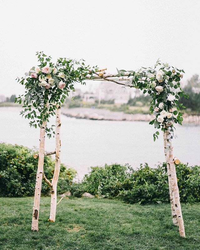 {Oceanside} photo | @jaimeecmorse  Styling/Design| @sheluxewed . . #pretty #arbor #ceremony #ido #vows #forever #oceanside #mainewedding #lotusfloraldesigns #weddingflowers #smilax #gardenroses #flowers