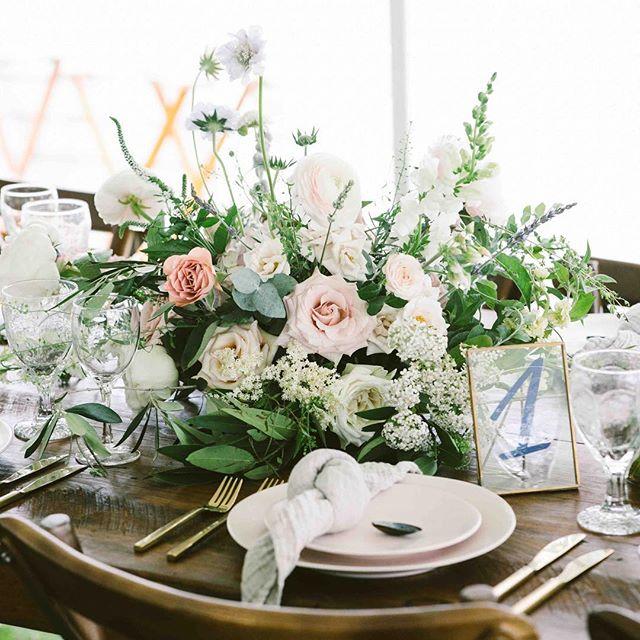 {fine•dining} photo | @shanegodfreyphotography  planning/coordination | @nhwedplanner . . #tablesetting #tabledecor #englishgarden  #blush #roses #elegant #romantic #weddingflowers #prettyflowers #lovely #lotusfloraldesigns #nhwedding #lakeside
