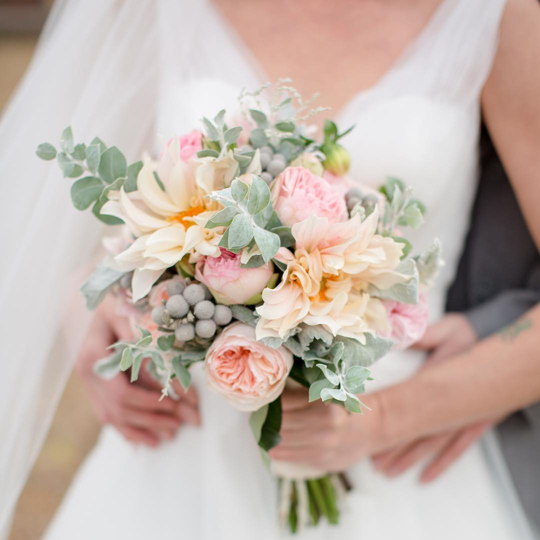 {pretty} photo | @jharperphoto  styling/coordination | @nhwedplanner  publication| @lakesregionbride . . #bouquet #bride #bridalbouquet #flowers #prettyflowers #weddingflowers #blush #peach #gardenroses #love #cafeaulaitdahlias #lotusfloraldesigns #weddingflorist