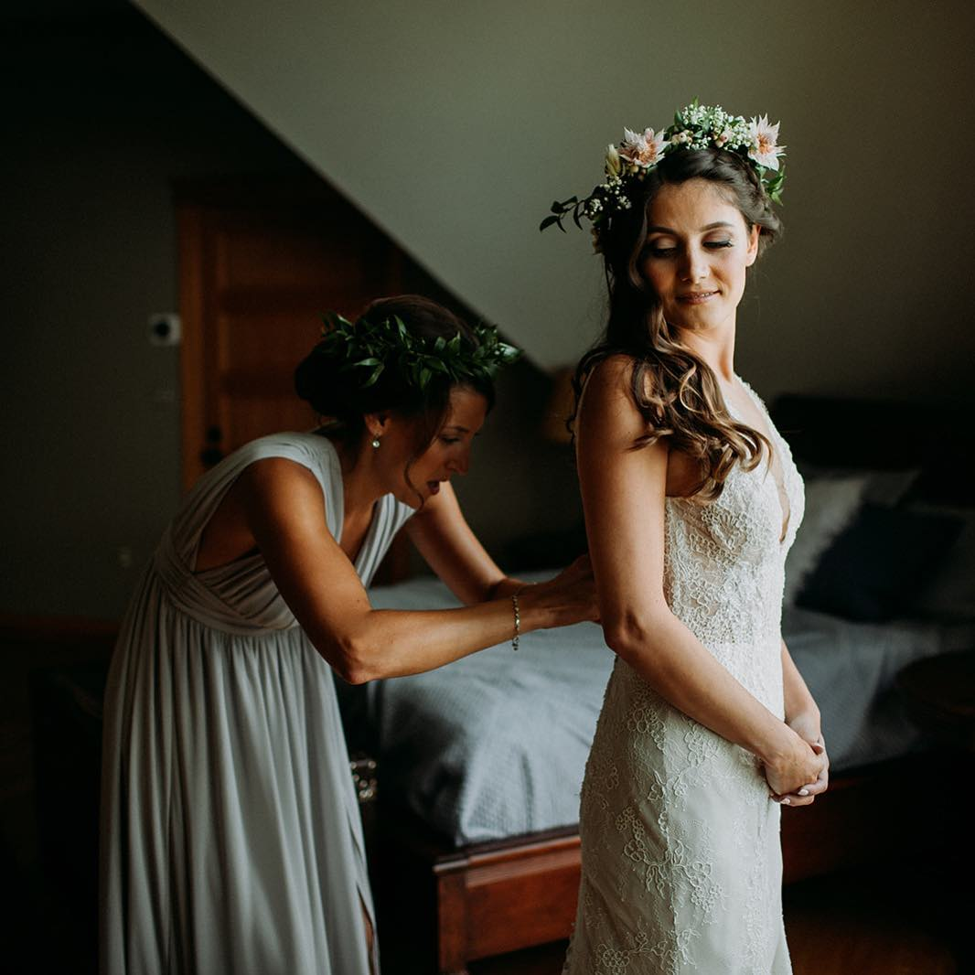 {love} photo   @ramblefreehannah  styling/coordination   @eventsbysorrell . . #gettingready #almostready #thebigday #friends #specialmoments #bride #bridesmaid #flowercrown #lovely #weddingflowers #lotusfloraldesigns #love