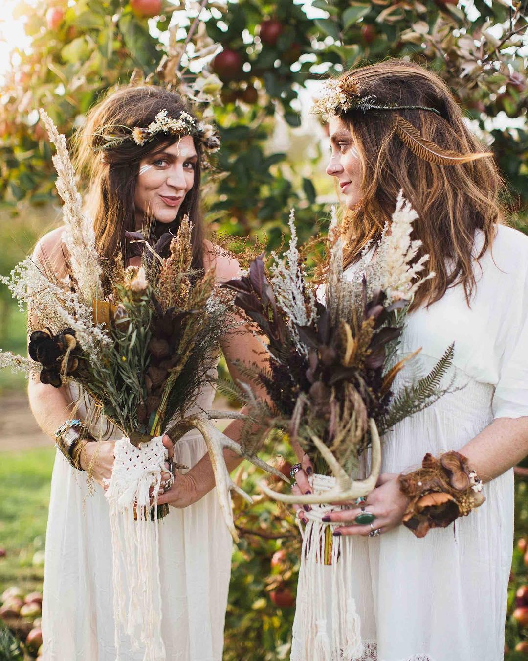 these girls…I can't even❤️🍂🌿🍁 photo | @erikafollansbee . . #naturalbeauty #lovely #eve #herandher #weddinginspo #lifeinspo #beyourself #tellyourstory #lovethis #lovelies #loveconquersall #bohostyle #bohobride #macrame