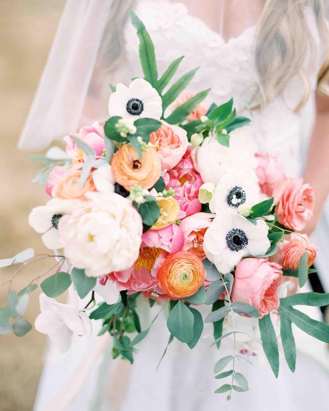 {love•ly} photo | @jharperphoto  styling/planning| @nhwedplanner . . #bride #bouquet #prettyflowers #bridebling #oceanside #mainewedding #flowers #weddingdesign #coral #peach #blush #anemones #peonies #ranunculus #lovely #disney #lotusfloraldesigns #weddingflorist #weddingflowers #love