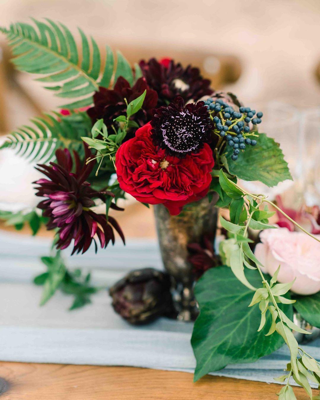 {ain't she sweet} photo | @jennidarling  planning/design | @nhwedplanner . . #flowers #wedding #centerpiece #weddingdesign #prettyflowers #tablescape #dramatic #weddingflowers #nhwedding #lakesregionwedding #lotusfloraldesigns #forever #love
