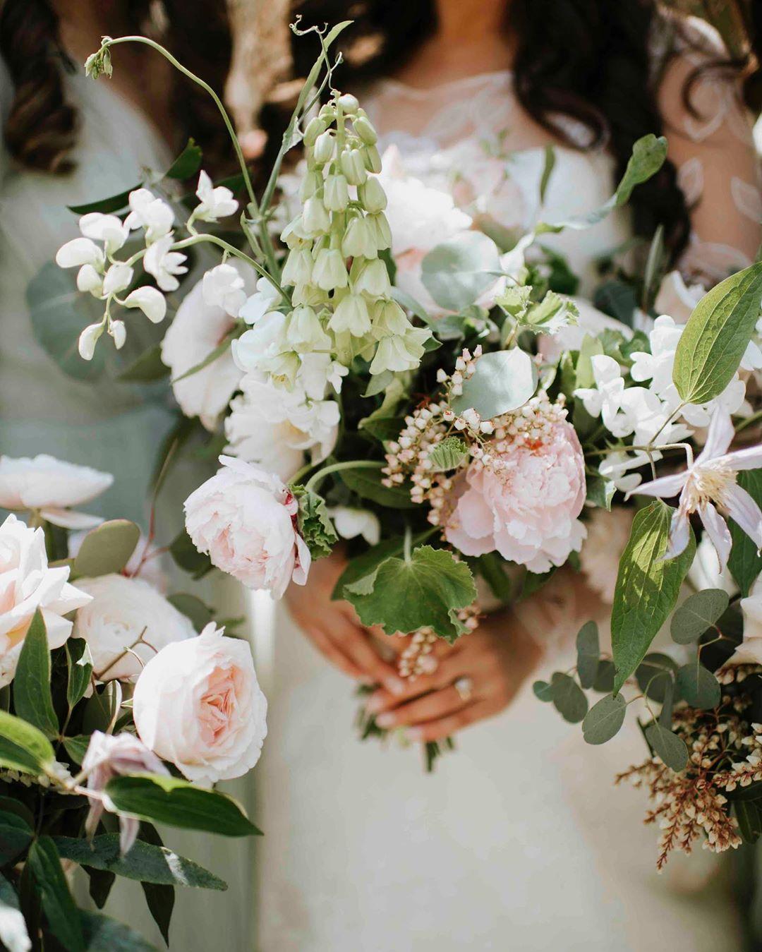 {ellie} photo | @amyspiritophotography . . #bride #bouquet #prettyflowers #lush #natural #weddingday #lotusfloraldesigns #flowers #weddingflowers #ido #love