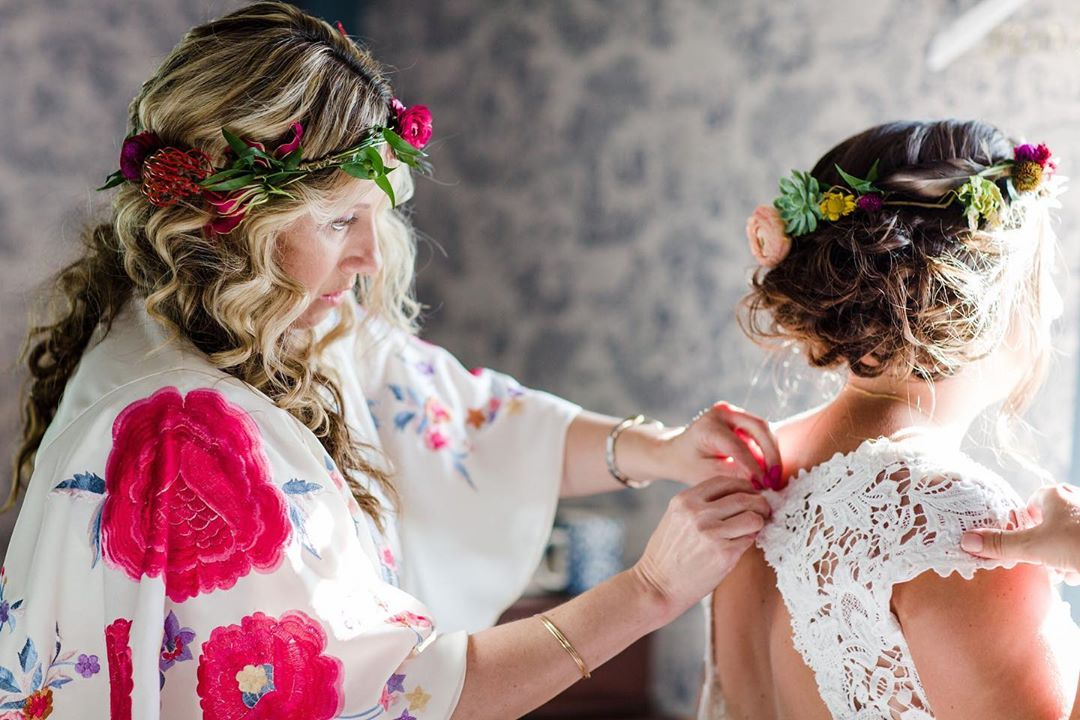 {moments} photo | @rodeoandcophoto . . #gettingready #weddingday #helpinghand #hergirl #flowercrown #floralprint #ido #love #weddingdesign #preciousmoments