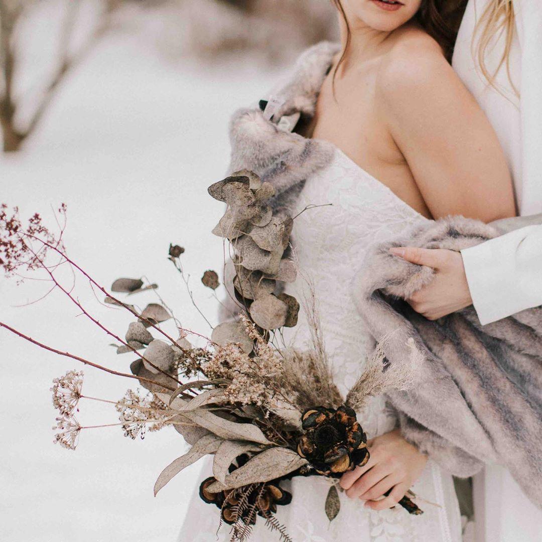 {dried florals can provide lovely warm tones & texture?} . . photo | @jamiemercuriophoto  styling/design | @julieannfiglioli for @sheluxewed  venue | @firsthillgardens  florals | @lotusfloraldesigns  hair/makeup | @arieljohnsonmakeup  dresses | @andreasbridal  stationary | @ridgelycalligraphy  cake | @confekshun  linens | @bbjlinen  rentals | @exetertents  models | @xxsteph_mariexx & @erobbs16 . . #winterwedding #romantic #moody #driedflowers #sweethearttable #cake #weddinginspo #styledshoot #collaboration #getcreative #lotusfloraldesigns #weddingflowers #weddingflorist #floraldesign