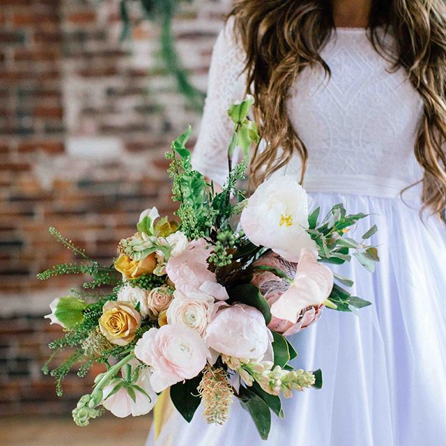 {blush•ing} photo | @kate_preftakes  styling| @eventsbysorrell . . #pretty #prettyflowers #bouquet #bride #blush #gold #peonies #roses #protea #ranunculus #styledshoot #collaboration #nhmagazinebride #lotusfloraldesigns