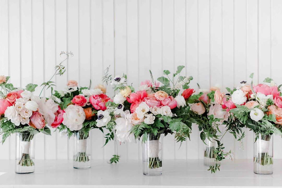 {lush•ish} photo | @ashleyhelenphotography . . #bouquets #weddingday #accessory #alltheladies #bride #bridesmaids #ido #prettyflowers #flowers #weddingflowers #coral #peonies #lotusfloraldesigns #love