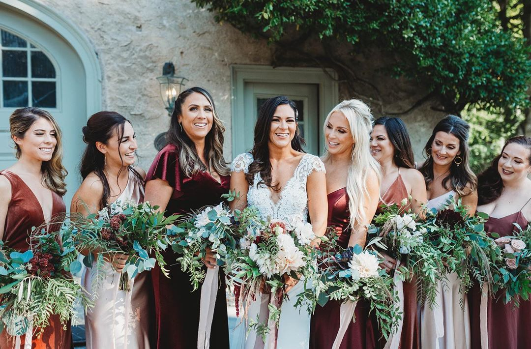 {bride•tribe} photo | @janellecarmelaphotography . . #bridetribe #bride #bridesmaids #bouquet #boho #bohostyle #moody #greenery #lotusfloraldesigns #love